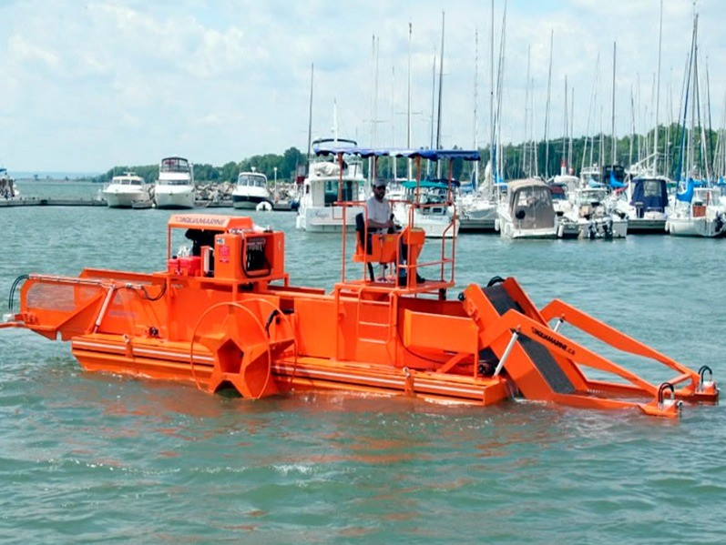 Harvester for cleaning water bodies of algae and floating debris Aquamarine H5-200