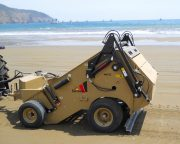 {:ru}Прицепная пляжеуборочная машина CHERRINGTON 440 XL{:}{:en}Trailed beach cleaning machine CHERRINGTON 440 XL{:}